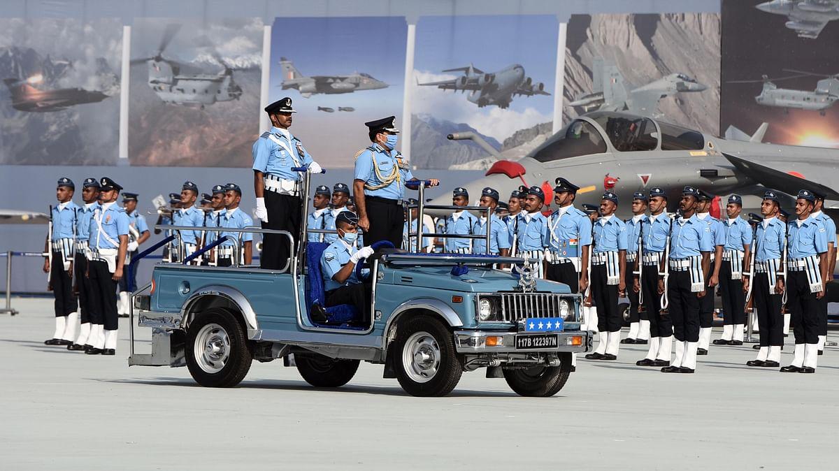 ये समारोह हिंडन एयरफोर्स स्टेशन में परेड ग्राउंड पर हुआ जिसमें हमारे वायुसैनिकों ने कदमताल करते हुए सामंजस्य का परिचय दिया