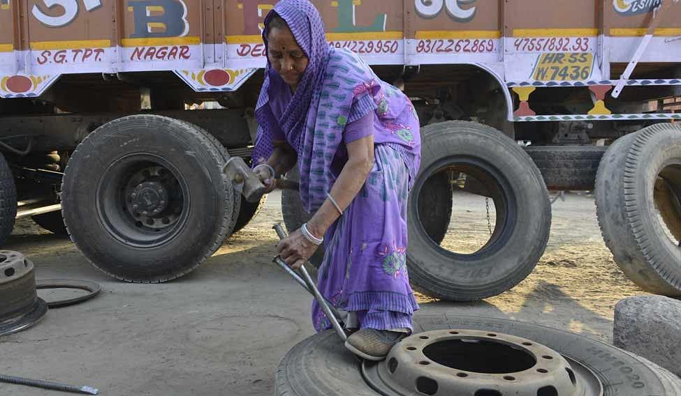 ट्रक मैकेनिक शांति देवी, भारत