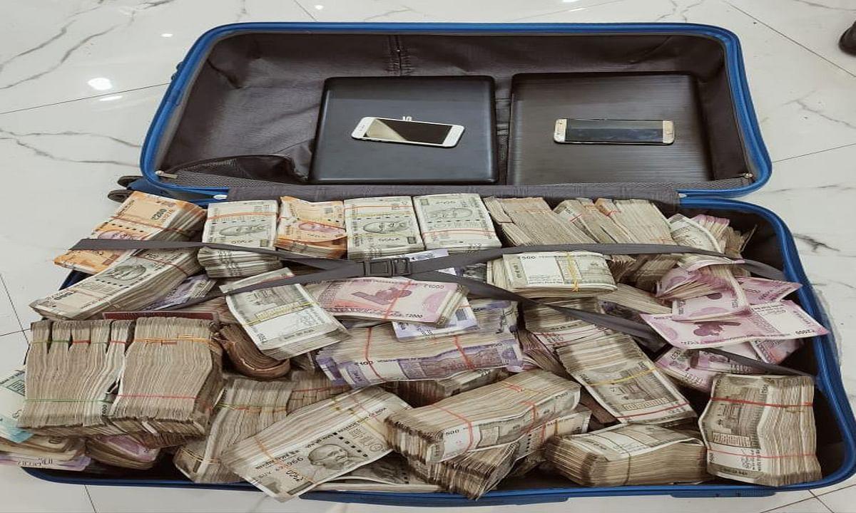 दुर्गापूजा के दौरान पार्क स्ट्रीट के एक घर से मिले 1.62 करोड़ रुपये, STF की टीम ने किया जब्त