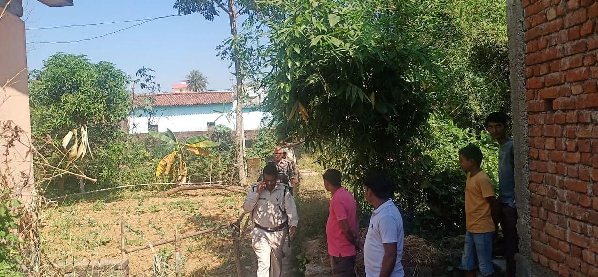 Jharkhand News: बड़कागांव थाना के पास झाड़ियों में मिला अज्ञात व्यक्ति का शव