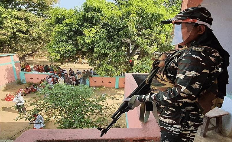 Bihar election first phase: लाल आतंक के गढ़ में जीता लोकतंत्र, हजारों कैमरों के साथ बूथों से हो रहा था लाइव टेलीकास्ट