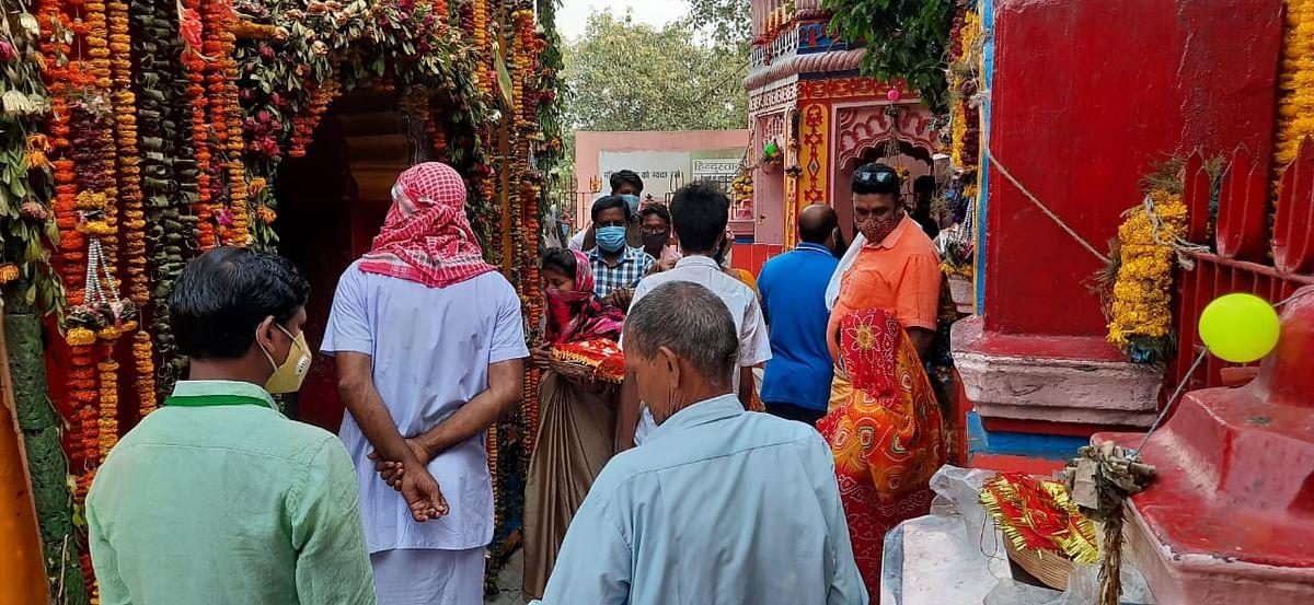 Happy Durga Ashtami 2020: रजरप्पा में भक्तों ने आदिशक्ति से की सुख-समृद्धि की कामना, दुर्गा अष्टमी पर संधि बलि से मां दुर्गा को दी पुष्पांजलि