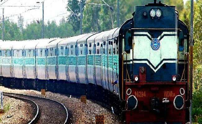 IRCTC/Indian Railways Latest Updates : पैसे देकर रेलवे में हो सकती है नौकरी ? जान लें ये सच्चाई