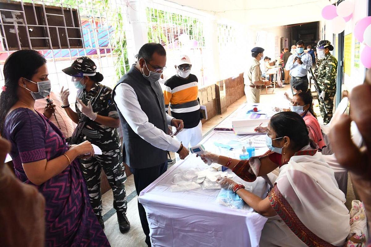 Bihar Election First Phase Voting LIVE Updates: NDA या महागठबंधन... कौन मारेगा बाजी? पहले चरण में 71 सीटों पर वोटिंग जारी, पढ़ें-लेटेस्ट अपडेट