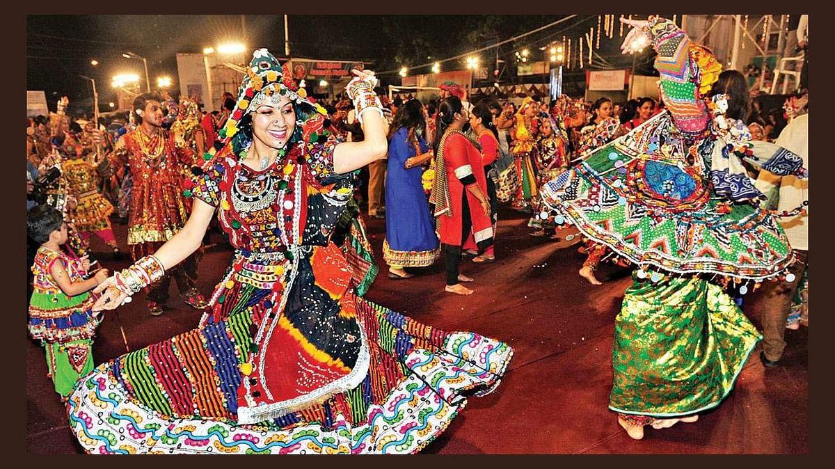 Durga Puja 2020 : कोरोना वायरस ने बदली त्योहारों की रंगत, अब गरबे भी हुए ऑनलाइन