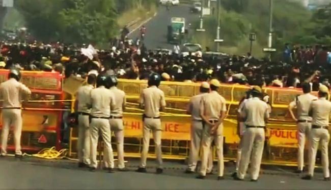 दिल्ली के युवा कारोबारी की आत्महत्या मामले में न्याय की मांग को लेकर सड़क पर उतरे लोग, DND जाम कर किया प्रदर्शन