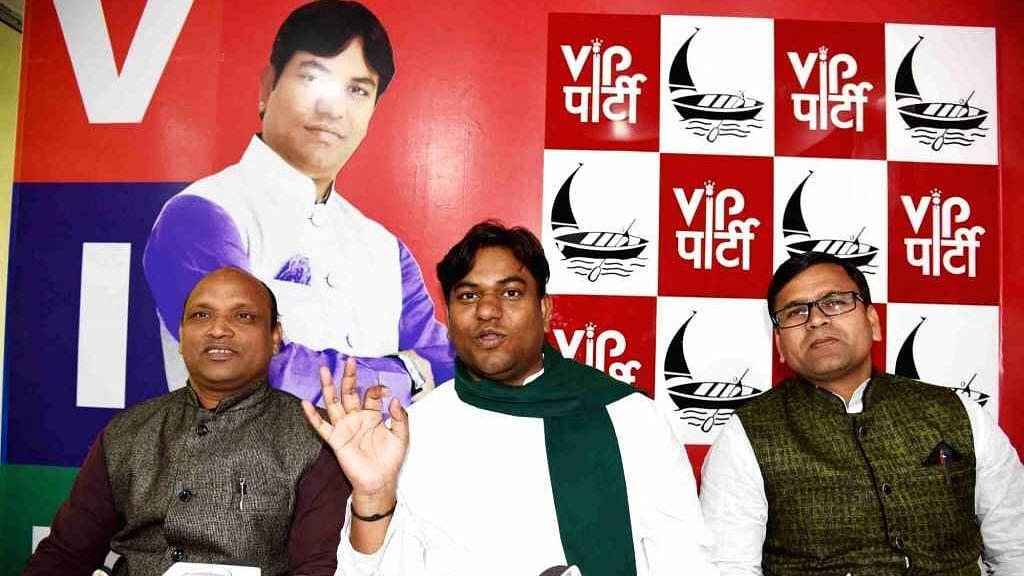 Bihar Vidhan Sabha Chunav : पार्टी में टूट के डर से हरकत में मुकेश सहनी ! अब इन दो बड़े नेताओं को कराया VIP में शामिल