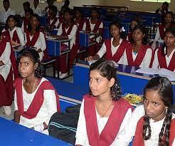 झारखंड में एक शिक्षा पदाधिकारी ने बच्चों को स्कूल आने का दिया आदेश, पढ़िए क्या है पूरा मामला