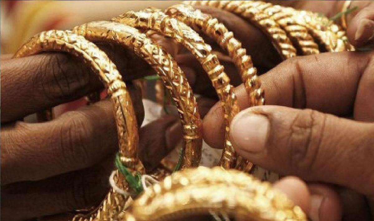 Dhanteras 2020 Date:  इस धनतेरस सोना खरीदते वक्त इन बातों का ध्यान रखना है जरूरी