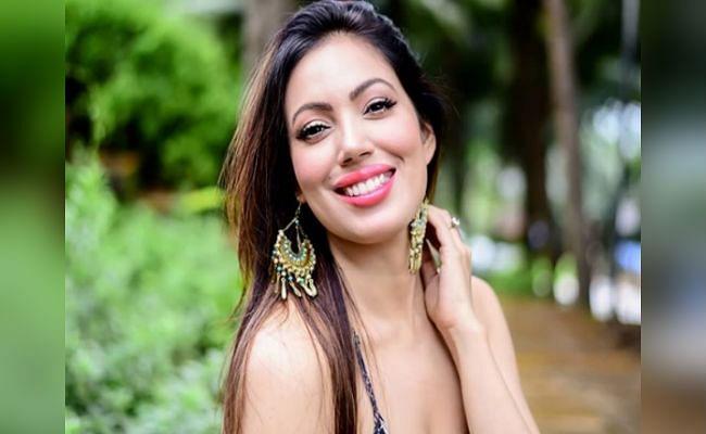 Taarak Mehta Ka Ooltah Chashmah : 'बबीता जी' ने ब्लू ड्रेस में शेयर की ये बोल्ड तसवीर, फैंस बोले - टप्पू आपका अकांउट...