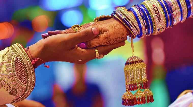 'लव जिहाद' शब्द ने बढ़ाई धर्म से बाहर शादी करने वालों की परेशानियां, कानूनों को रद्द करने की मांग