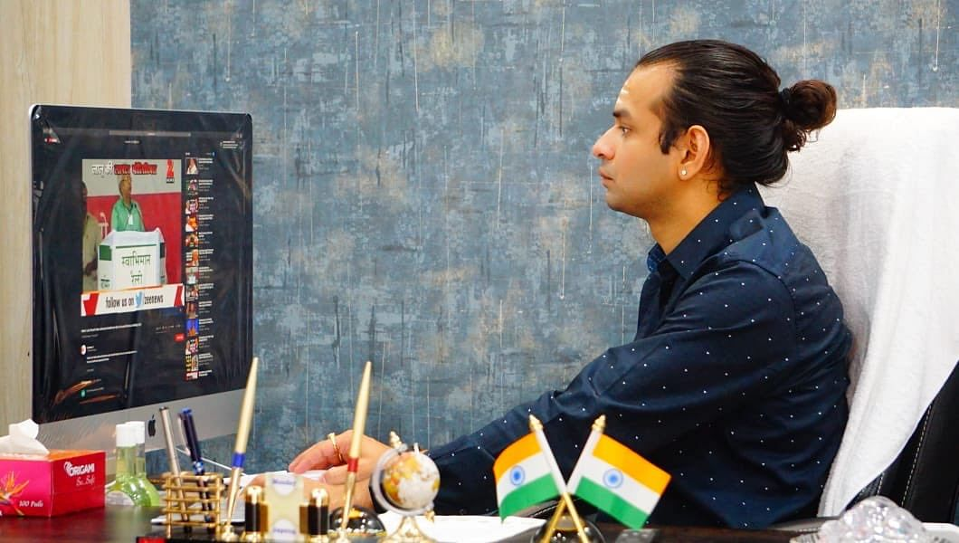 Tej Pratap ने पिता लालू यादव के साथ Twitter पर साझा किया फोटो तो लोगों ने लिए मजे, लिखा- 'आप TikTok पर ही सही थे'