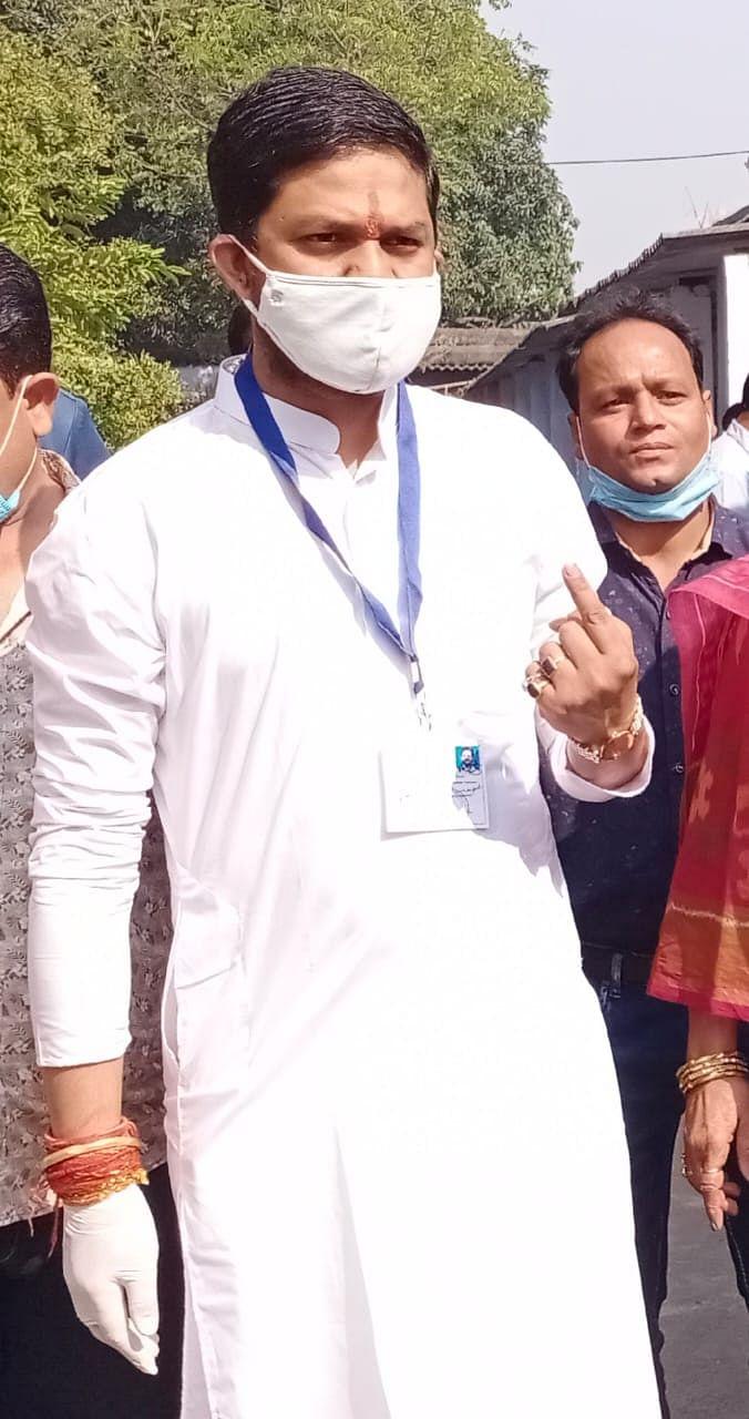 मतदान के बाद कांग्रेस प्रत्याशी कुमार जयमंगल