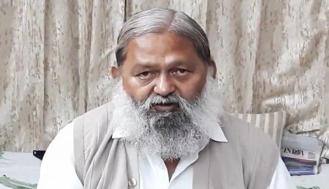 दिशा रवि पर विवादित ट्वीट के बाद हरियाणा के गृह मंत्री अनिल विज पर इस राज्य में दर्ज हुआ FIR