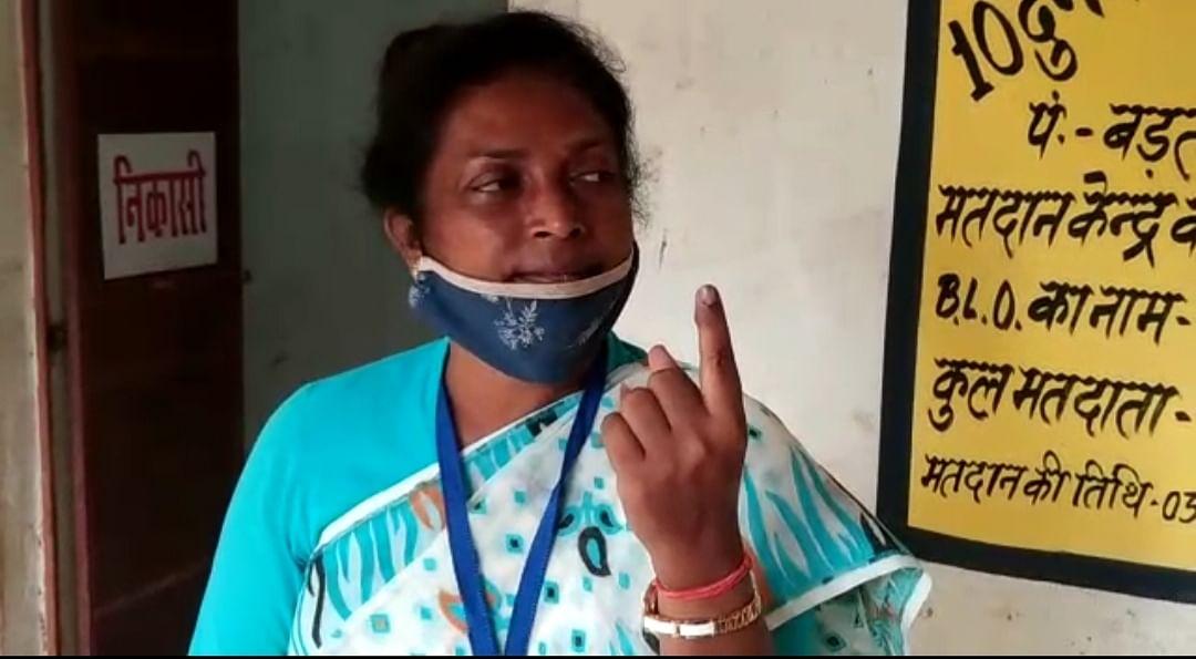 मतदान के बाद बीजेपी प्रत्याशी लुइस मरांडी