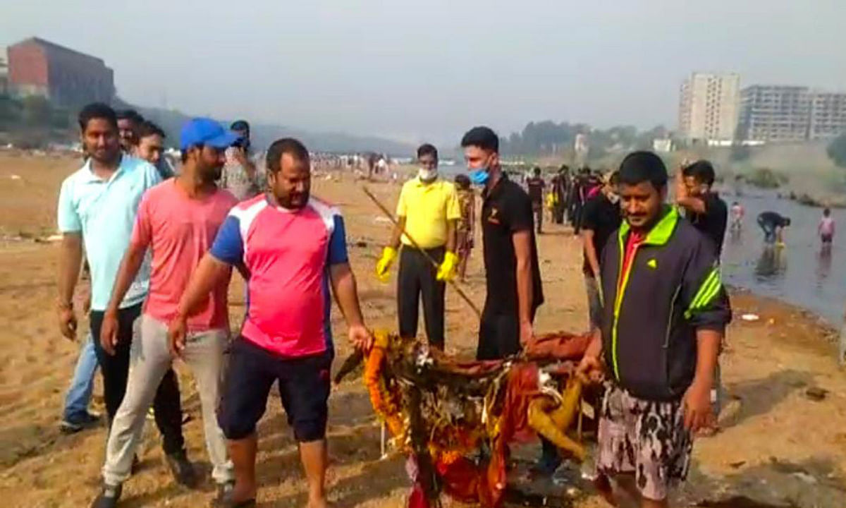 Chhath Puja 2020 : 'लाठी- गोली खाएंगे, घाटहिं छठ मनाएंगे' नारे के साथ जमशेदपुर में शुरू हुआ सत्याग्रह अभियान