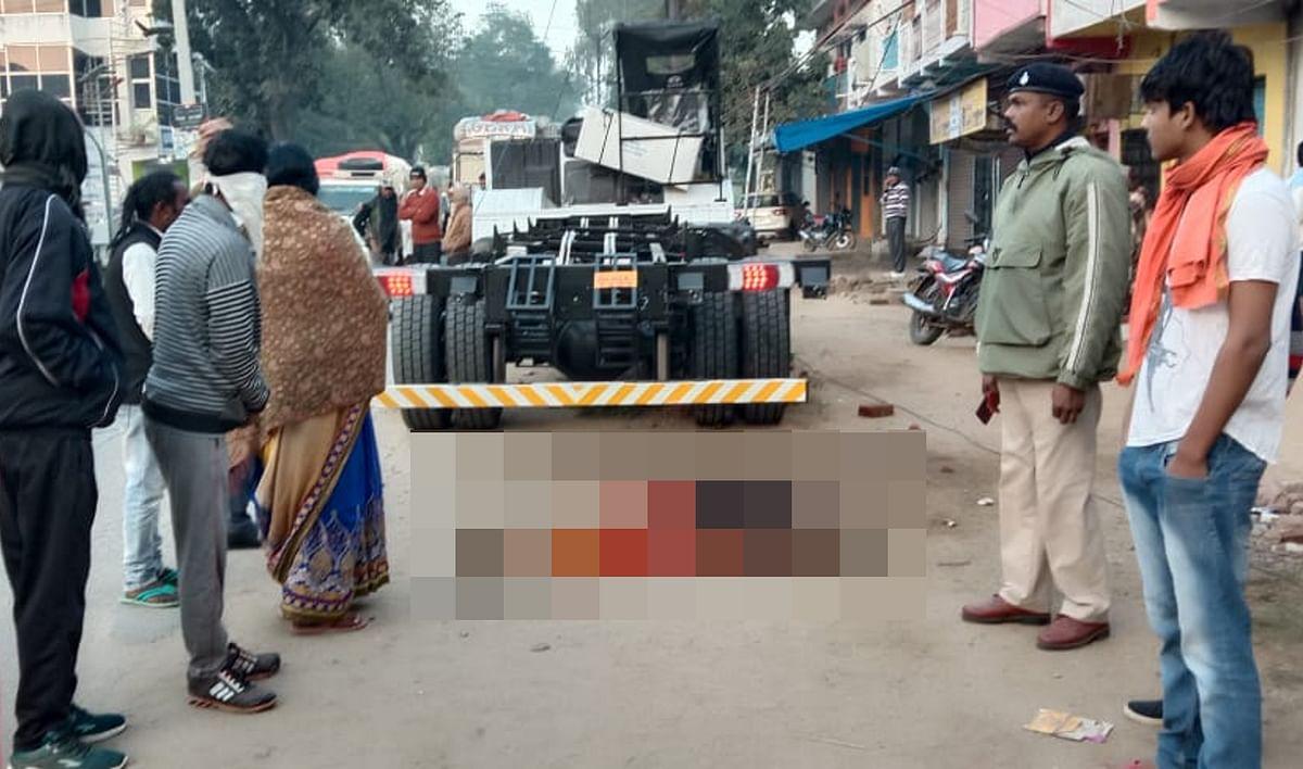 Jharkhand News: जमशेदपुर से हरियाणा जा रहे ट्रक के ड्राइवर की गढ़वा में गिरने से मौत, 500 फुट चली खाली चेसिस ने महिला को रौंदा