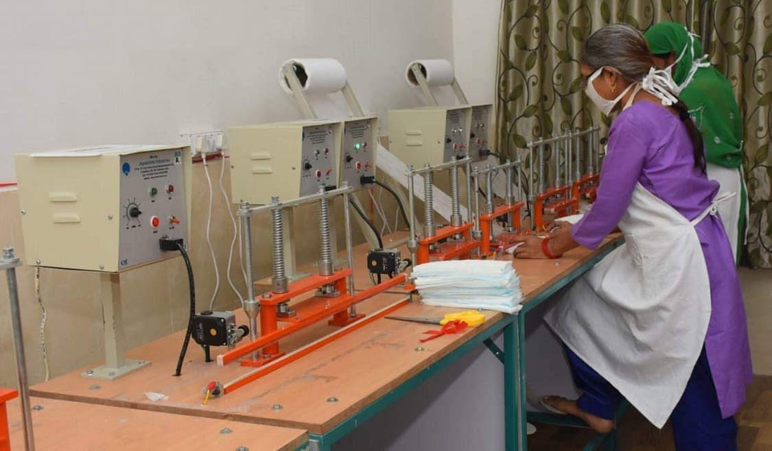 बीएसएल ने पैडमैन अरुणाचलम मुरुगनंथम की कंपनी से क्यों खरीदी सेमी ऑटोमेटिक सेनेटरी नैपकिन मशीन, पढ़िए ये रिपोर्ट