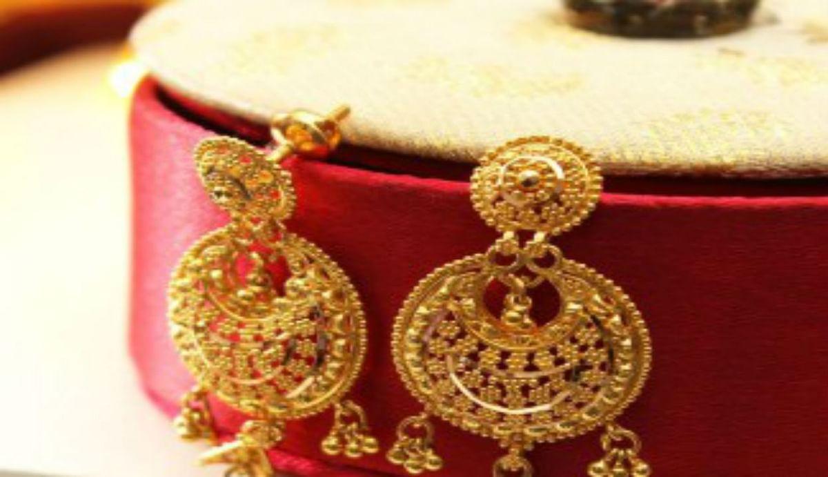 Gold Price in Wedding Season : शादी-ब्याह के लिए लगन शुरू होने के पहले सोना-चांदी सस्ता, जानिए आज किस भाव बिका सोना
