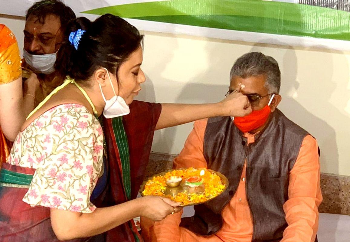दिलीप घोष ने बंगाल को गुजरात की तरह विकसित करने की बात कही, तो तृणमूल ने कहा, गुजरात को दंगों के लिए जाना जाता है