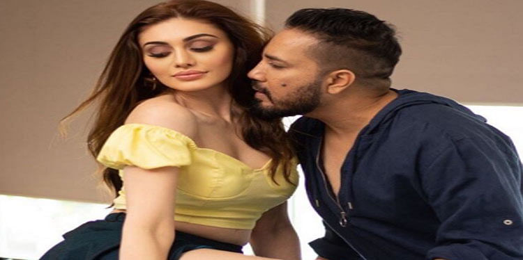 Mika Singh New Song: कांटा लगा गर्ल शेफाली जरीवाला के साथ इश्क फरमाते दिखे मीका सिंह, Viral हो रही हैं Bold Photos