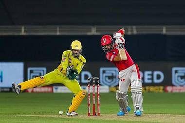IPL 2020 CSK vs KXIP LIVE Score updates : चेन्नई ने पंजाब की प्ले आफ में पहुंचने की उम्मीद तोड़ी, नौ विकेट से हराया