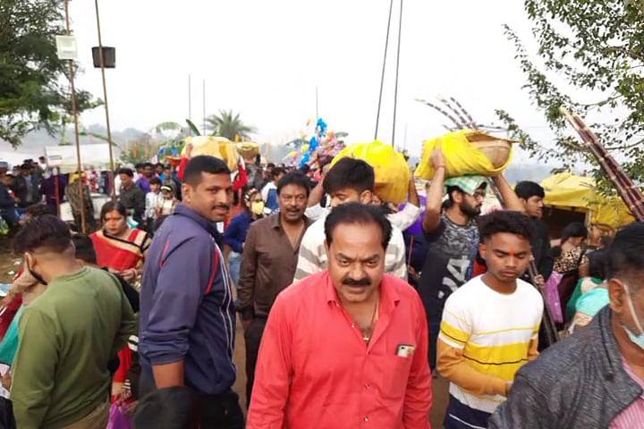 Chhath Puja 2020 : छठव्रतियों ने शंख नदी में उदीयमान सूर्य को दिया अर्घ, छठी मैया से की कोरोना से मुक्ति की कामना