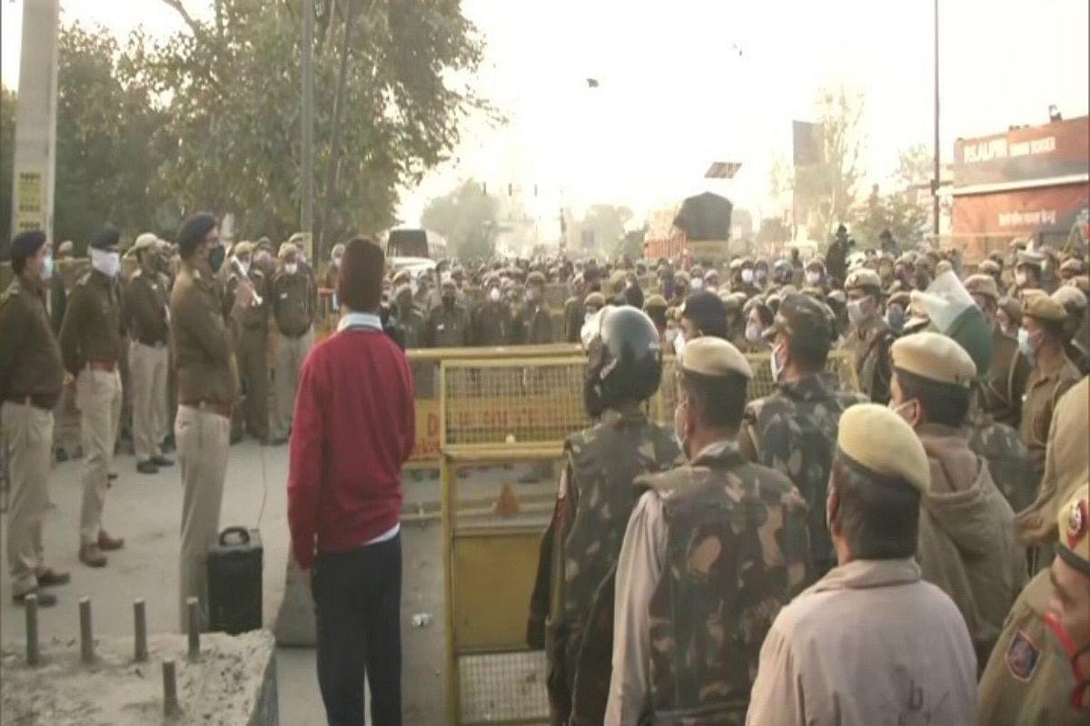 Farmers Protest LIVE: कृषि बिल के खिलाफ किसानों का दिल्ली में हल्ला बोल, बॉर्डर पर हाई सिक्योरिटी, ड्रोन से रखी जा रही नजर