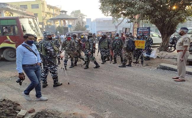 मतगणना केंद्र के पर तैनात सुरक्षा बल