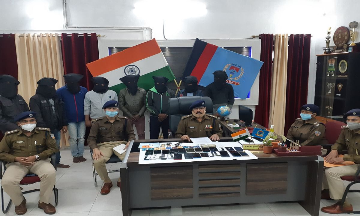 सारठ में ठगी की योजना बनाते 2 युवक समेत 8 साइबर क्रिमिनल गिरफ्तार, 55 हजार से अधिक की हुई बरामदगी