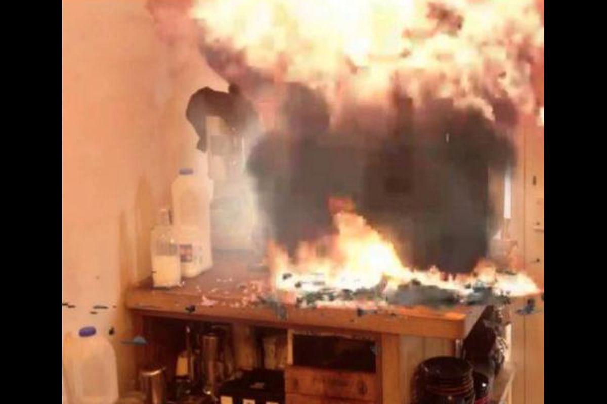 Coffee Machine Blast: रामगढ़ में कॉफी मशीन में ब्लास्ट, एक की मौत, चार घायल, धमाके में उड़ गयी छत