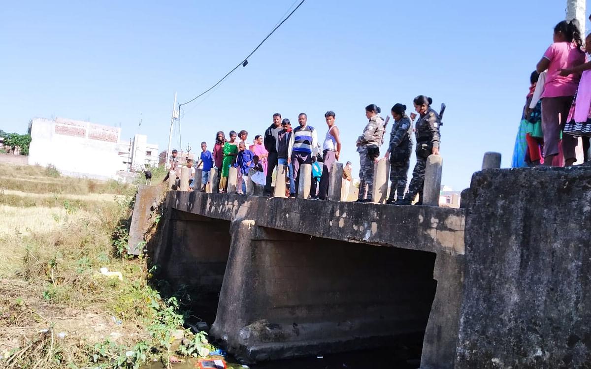 झारखंड : नवजात को नदी में फेंका, फॉरेंसिक जांच के लिए हड्डी को रांची भेजेगी पुलिस