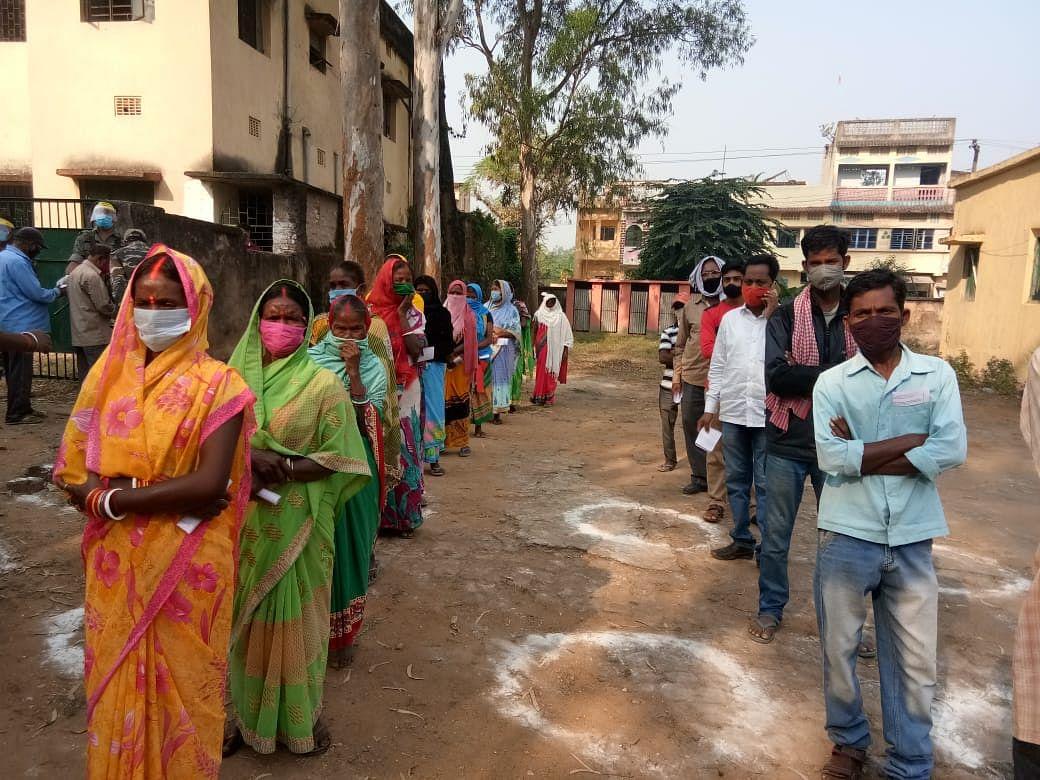 Jharkhand Upchunav 2020 Updates : बेरमो व दुमका में मतदान संपन्न, दुमका में 65.27 फीसदी, बेरमो में 60.20 फीसदी वोटिंग