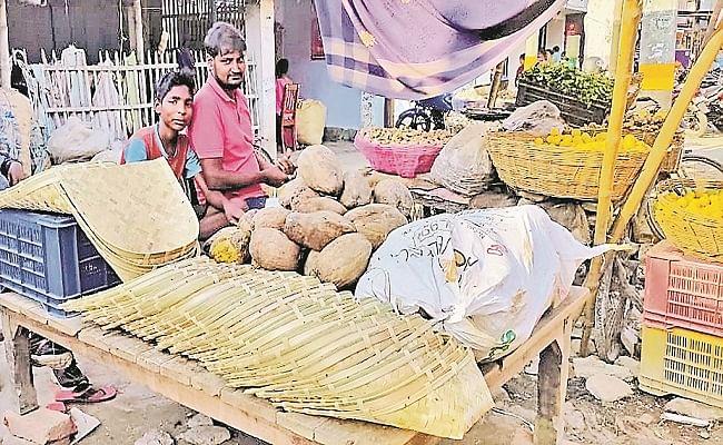 Chhath Puja 2020: लोक आस्था के महापर्व पर महंगाई का पहरा, जानें फल समेत किराना सामान के दामों में कितनी हुई बढ़ोतरी