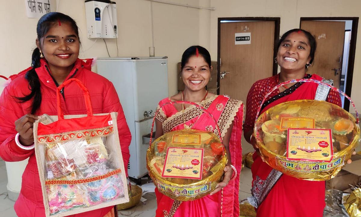 Diwali 2020 : ग्रामीण महिलाओं की पलाश दीपावली स्पेशल गिफ्ट हैंपर है आपके लिए खास, रांची के इन स्थानों में लगा है आउटलेट