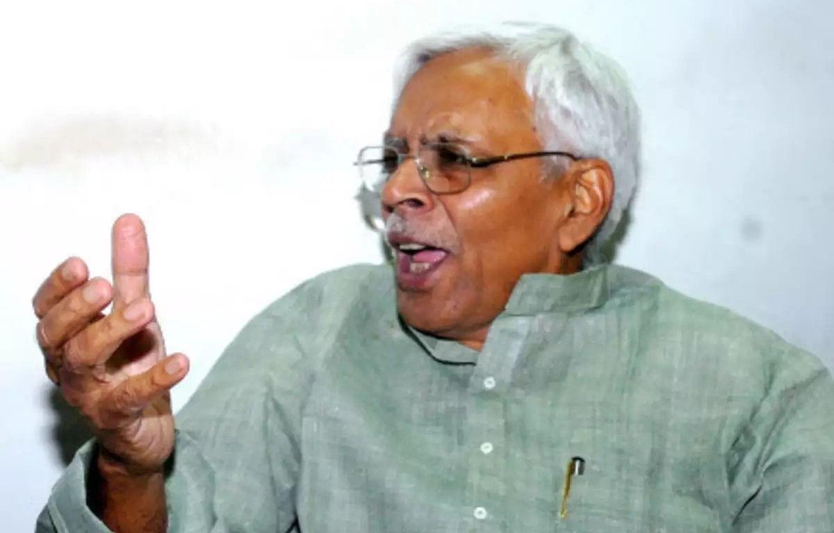 बिहार में हार पर महागठबंधन में तकरार, RJD नेता शिवानंद तिवारी बोले- 'राहुल गांधी BJP के मददगार'