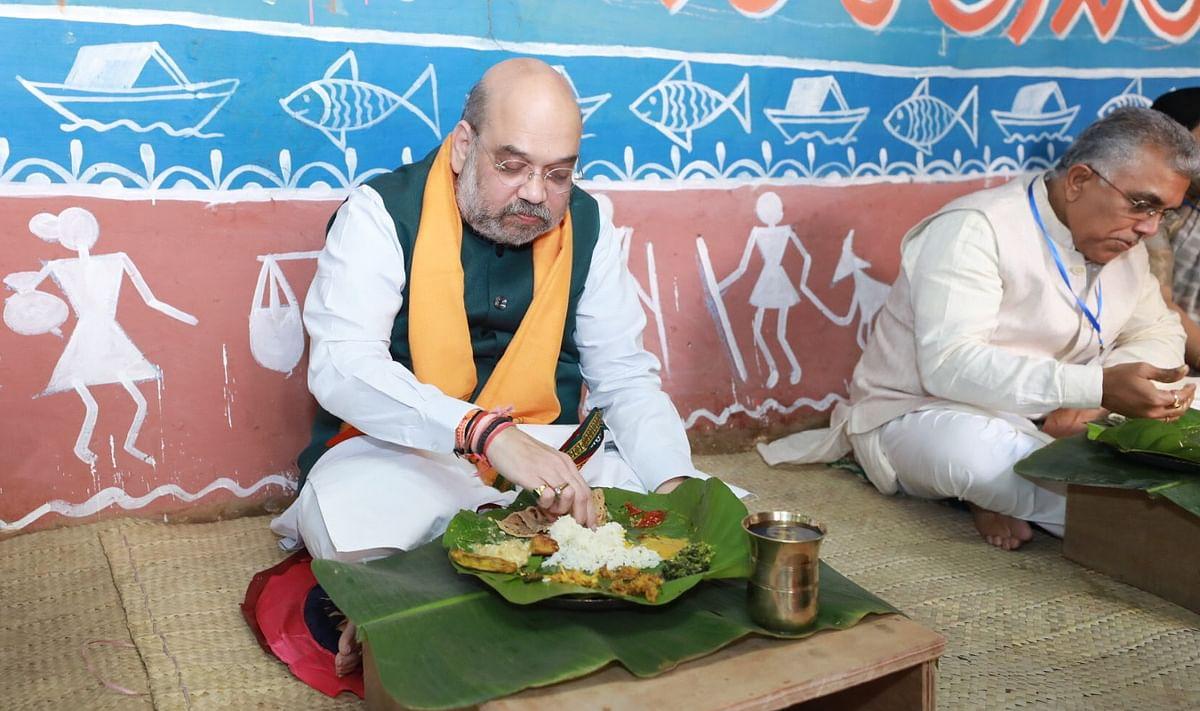 आदिवासी के घर भोजन कर बांकुरा में ममता सरकार पर बरसे अमित शाह, बोले, तृणमूल के खिलाफ लोगों के गुस्से को महसूस कर सकते हैं