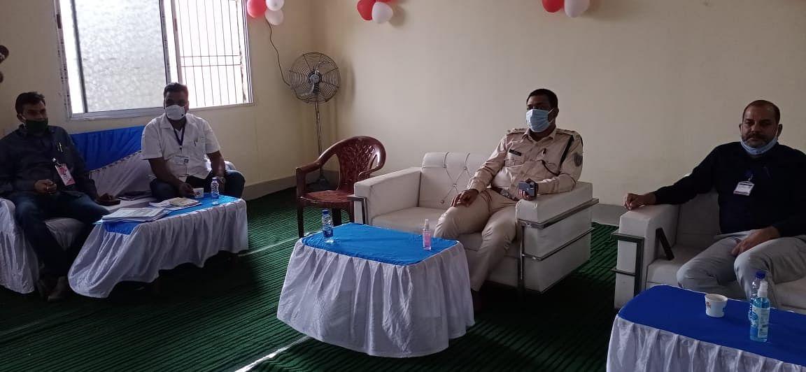 चुनाव कार्य की जानकारी लेने कंट्रोल रूम पहुंचे पुलिस अधीक्षक