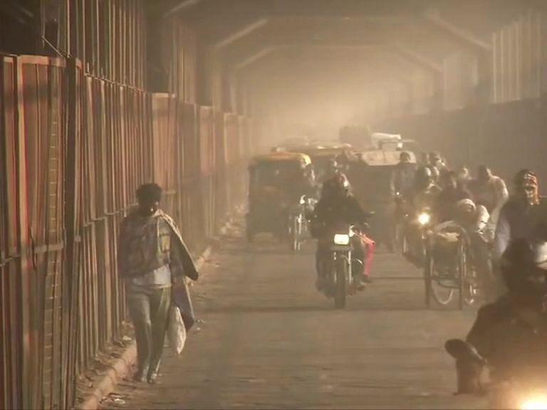 Air Pollution : दिल्ली में खराब स्तर पर AQI, नोएडा में भी हालात चिंताजनक