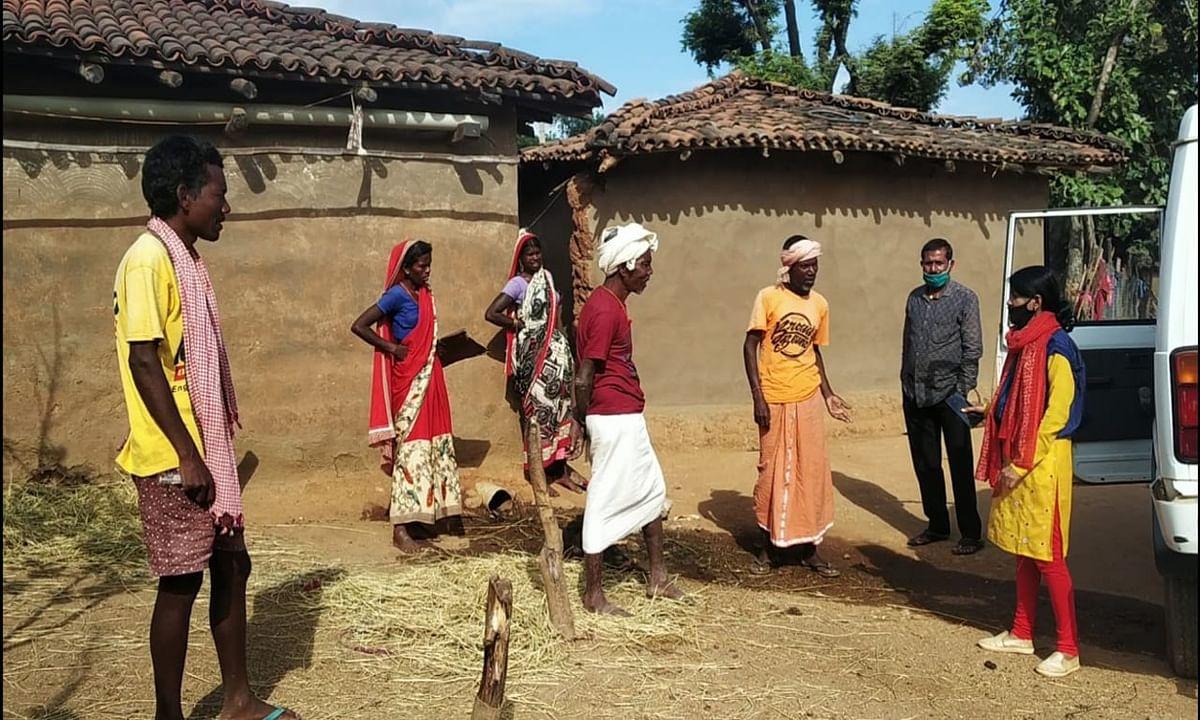 बिशुनपुर में सरकारी आवास योजना में गड़बड़झाला : बड़ा भाई लाभुक, पर छोटे भाई के खाते में ट्रांसफर हुई रकम, जानें पूरा मामला