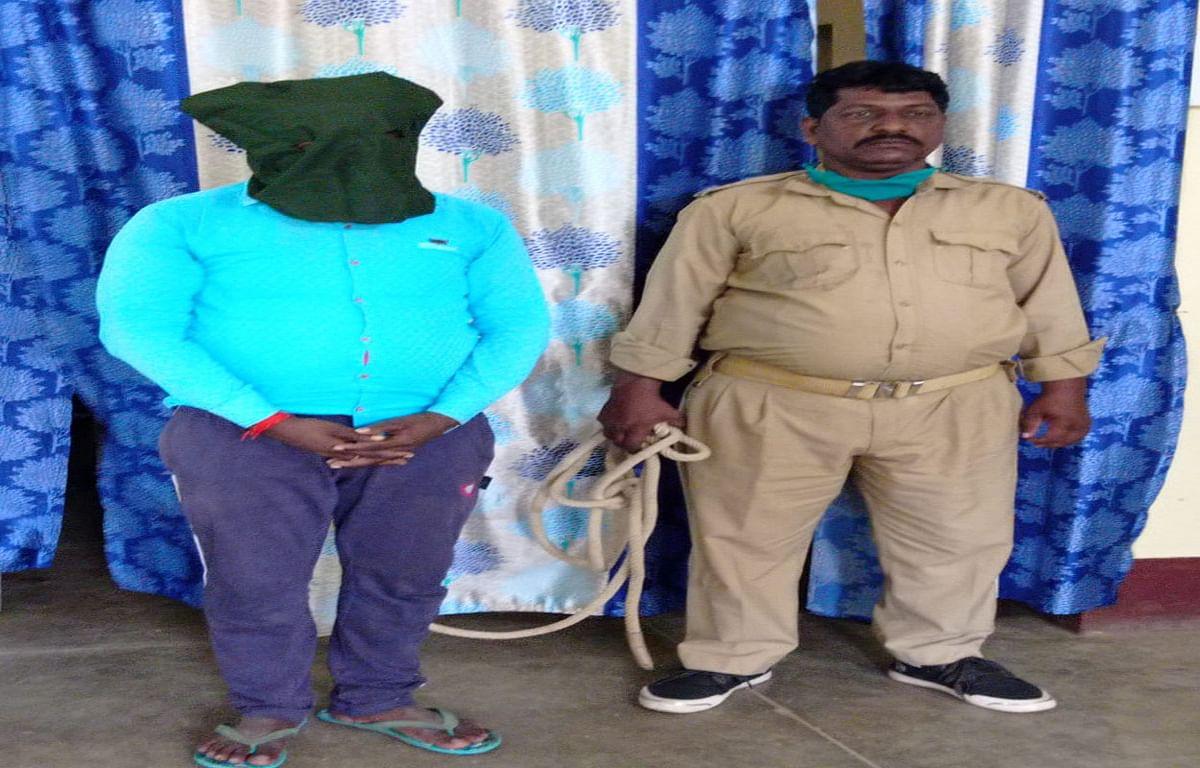 डुमरिया गांव का साइबर क्रिमिनल मनोज मंडल गिरफ्तार, फर्जी सिम सहित 2 मोबाइल फोन बरामद