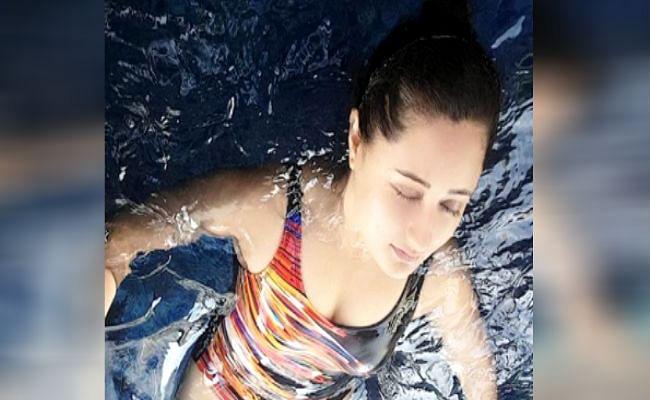 रश्मि देसाई की स्वीमिंग पूल वाली तसवीर ने बढ़ाया तापमान, बिकिनी में दिखीं सुपर हॉट