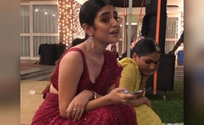 VIDEO : प्रिया प्रकाश वारियर ने गाया रणबीर कपूर का ये सुपरहिट सॉन्ग, फैंस बोले- कड़क परफॉरमेंस...