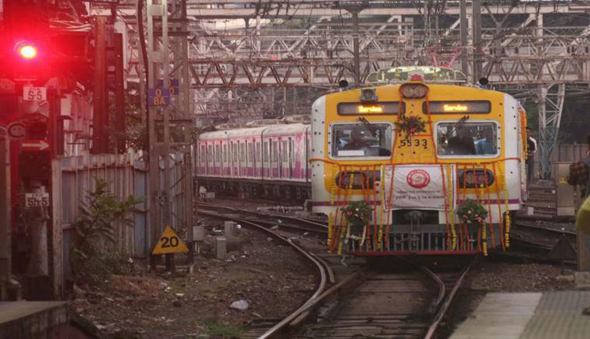 Indian Railways News : रेलवे के कर्मचारियों को बड़ा झटका, नाइट ड्यूटी अलाउंस पर लगी रोक