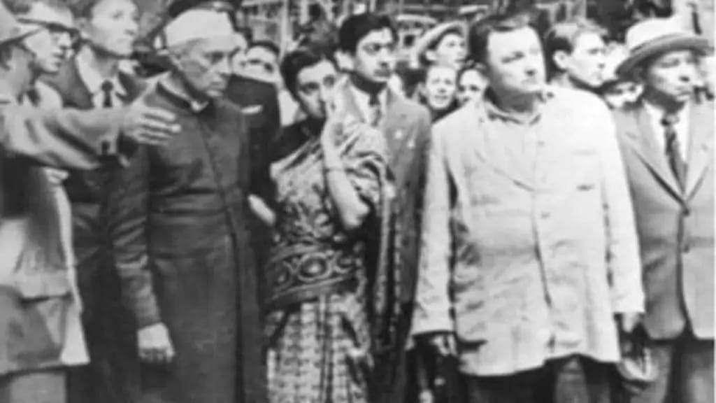 जवाहरलाल नेहरू के साथ रूस के दौरे पर गयीं थीं इंदिरा गांधी और किया था स्टील प्लांट का दौरा.