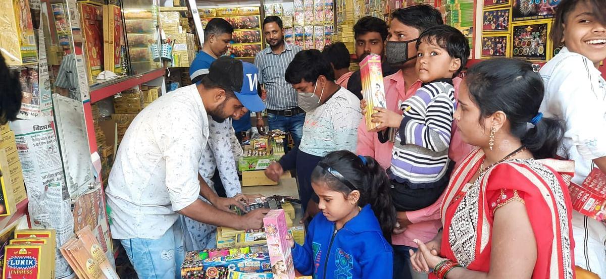 Deepawali 2020: पटना सहित इन 3 जिलों में पटाखे फोड़ने पर प्रतिबंध, हो सकती है IPC के तहत गंभीर कारवाई