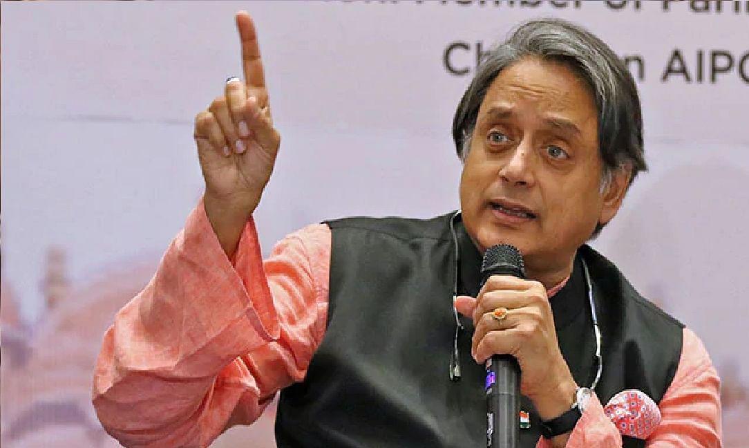 भाजपा बनने के चक्कर में कांग्रेस खत्म हो जायेगी  : शशि थरूर