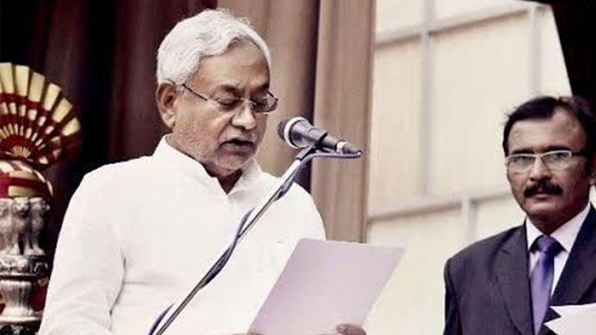 OMG! नीतीश कुमार के लिए ऐसी दीवानगी नहीं चाहिए, सातवीं बार सीएम बनते ही युवक ने तीसरी बार काट ली उंगली