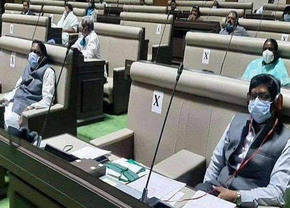Jharkhand Assembly Session 2021 : झारखंड मॉनसून व शीतकालीन सत्र में कुछ ऐसा था सदन के अंदर का हाल, कोई झपकी लेते दिखाई पड़ा तो कोई बगैर मास्क के