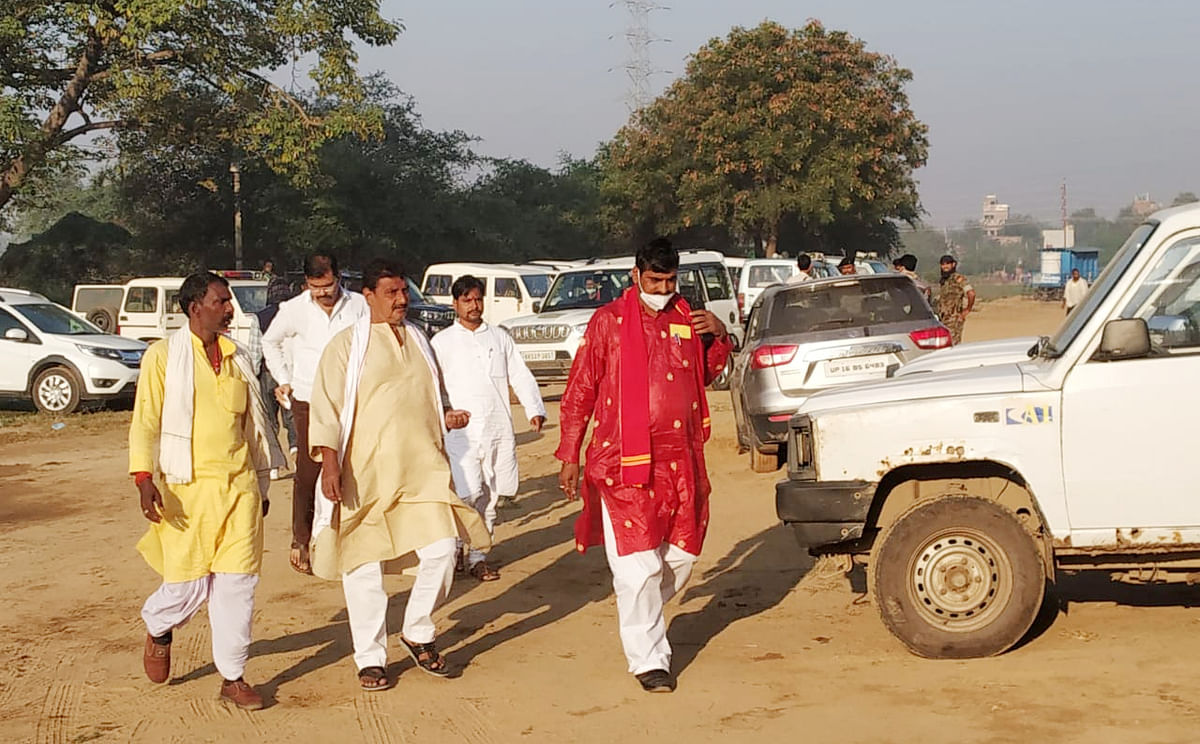 सुबह ही मतगणना केंद्र पहुंच गये कांग्रेस उम्मीदवार अमरेश कुमार.